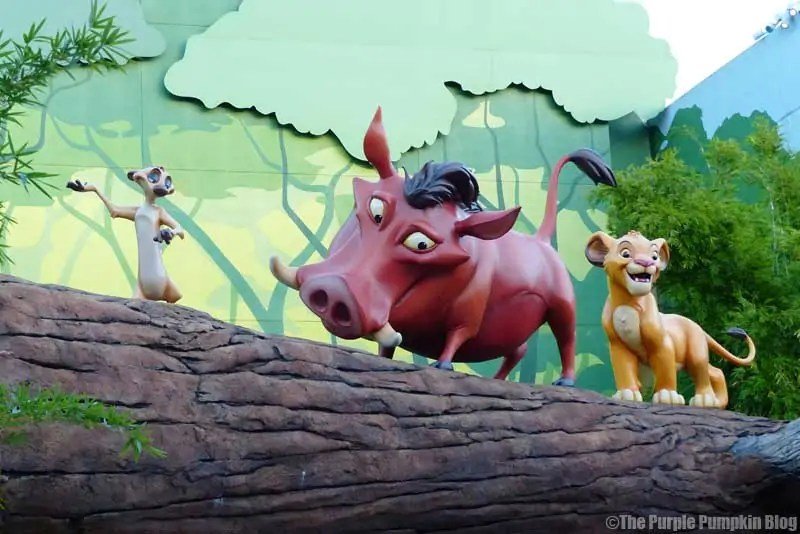 Disney Art of Animation - The Lion King Courtyard - Timone Pumba & Simba Statues