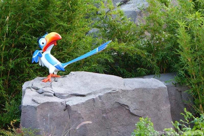 Disney Art of Animation - The Lion King Courtyard - Zazu Statue