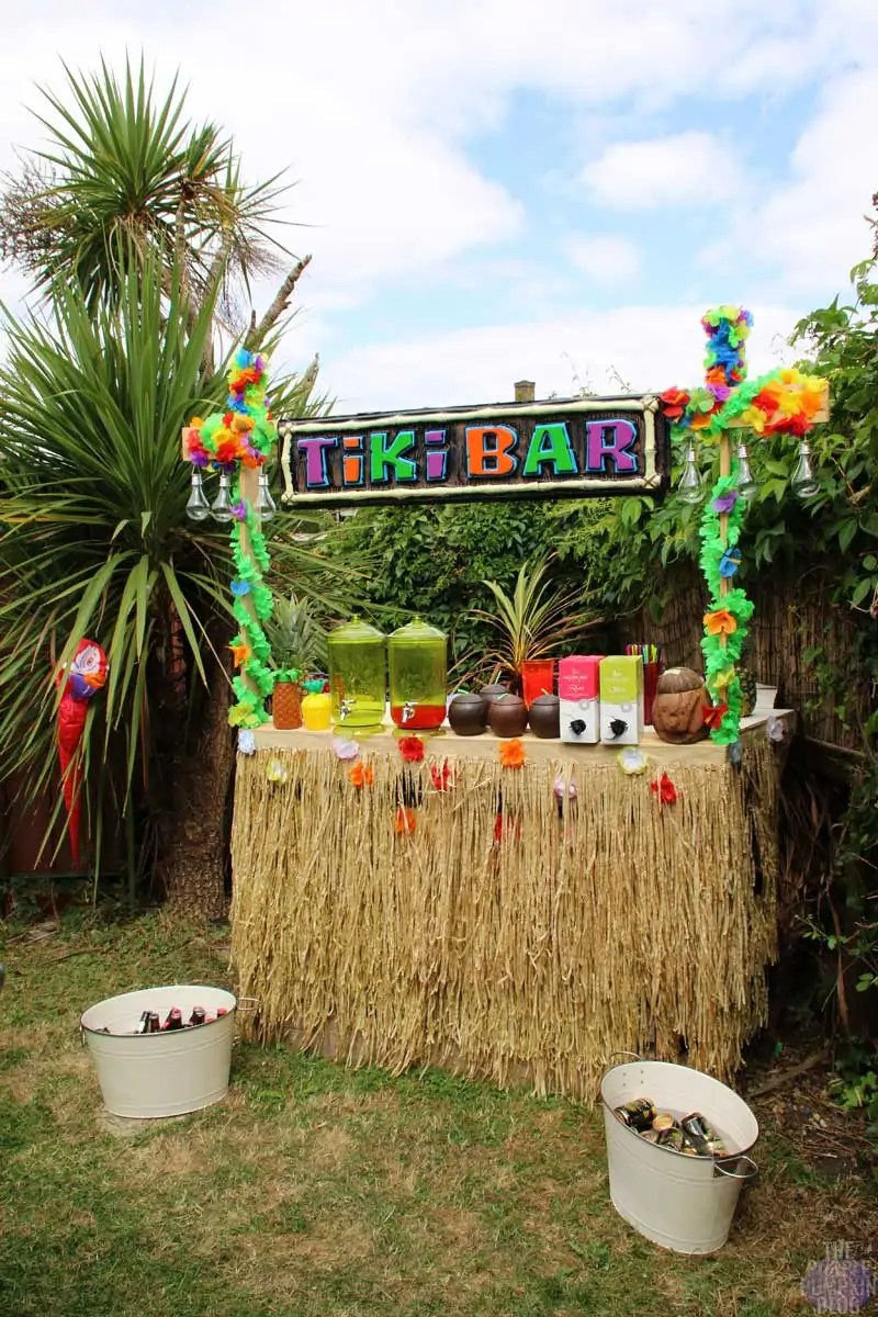 How to build a tiki bar using old pallets part 2 for Homemade tiki bar pics