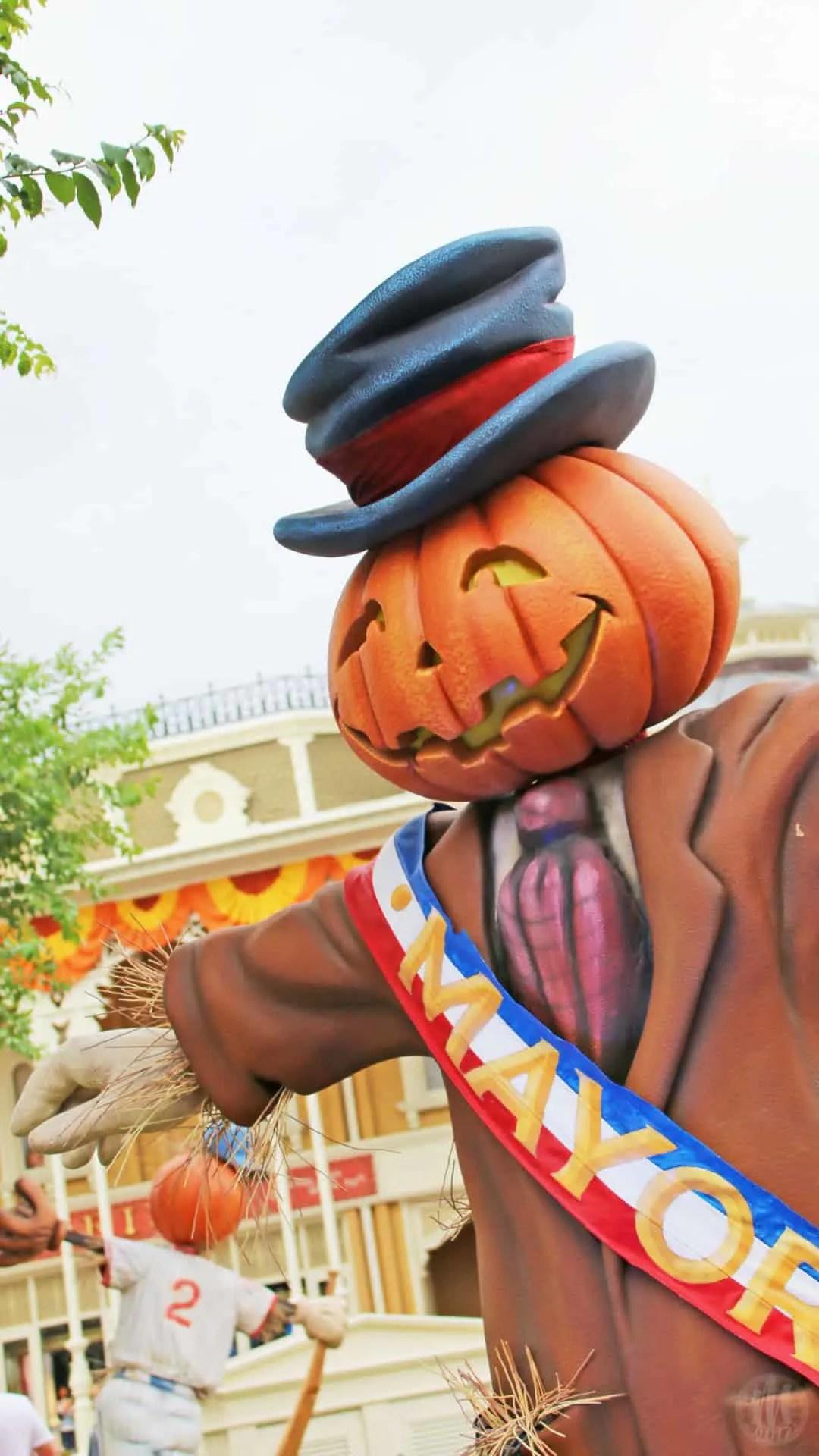 Disney Halloween iPhone Wallpapers - Mayor Scarecrow