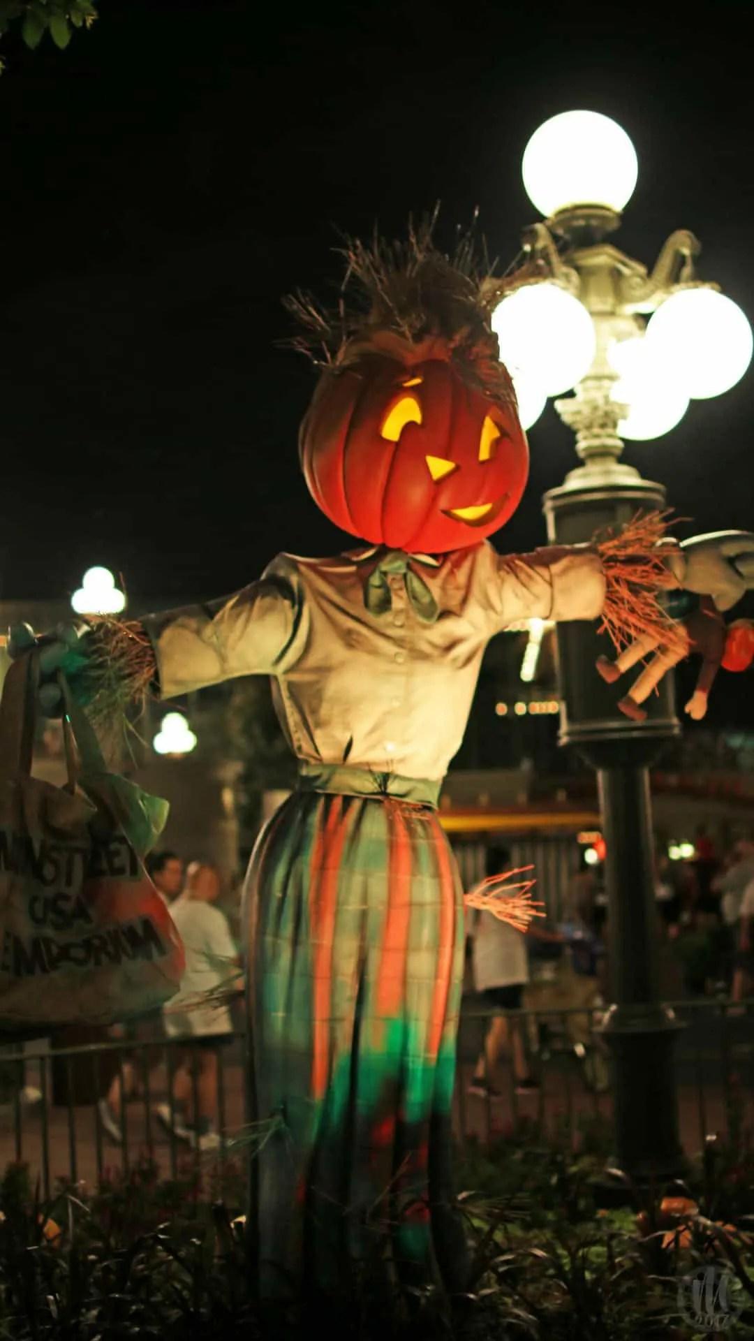 Disney Halloween iPhone Wallpapers - Pumpkin Scarecrow