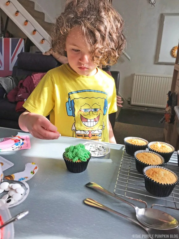 Scary-Cute Monster Cupcakes for Halloween or a Monster Party (10)
