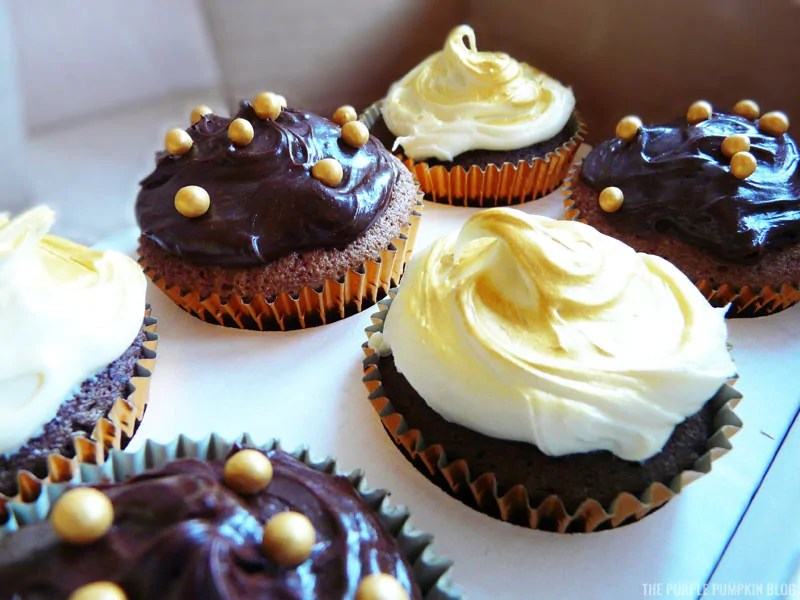 Vanilla & Chocolate Cupcakes