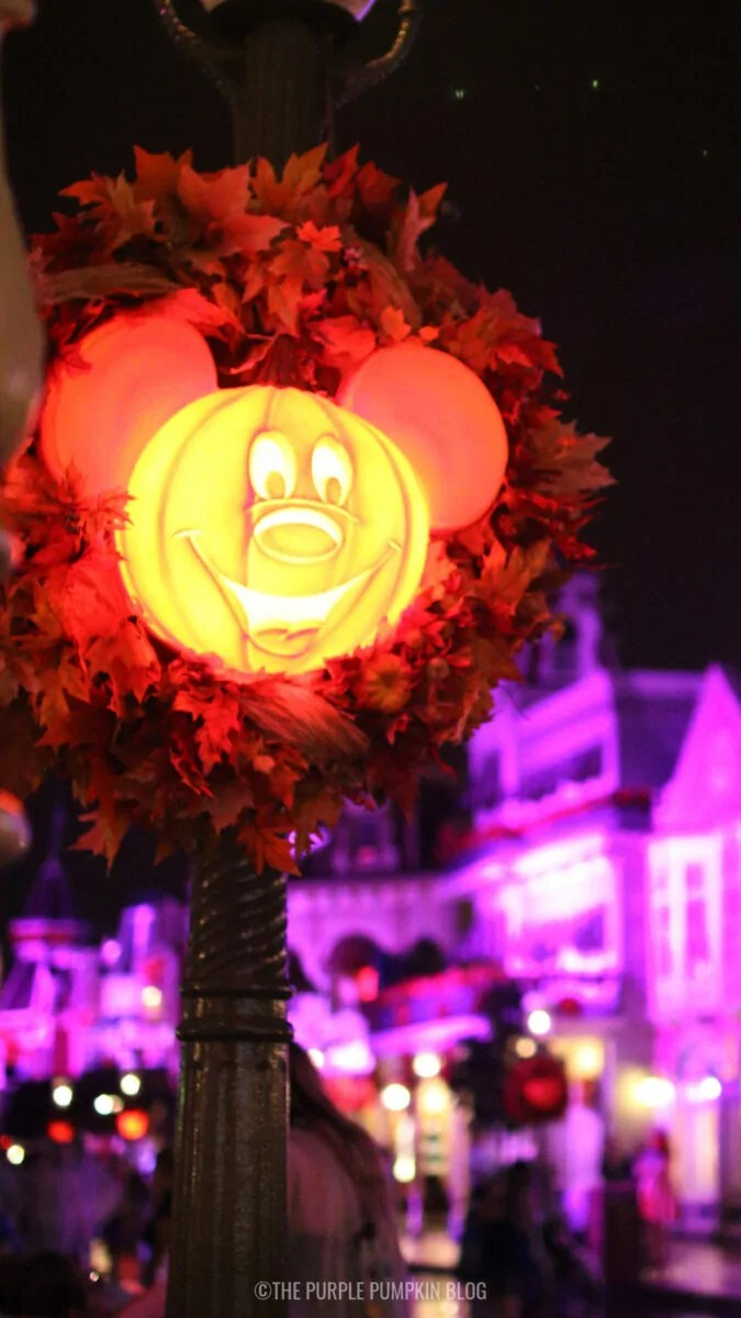 Pumpkin Mickey Wreath (Glowing) Wallpaper