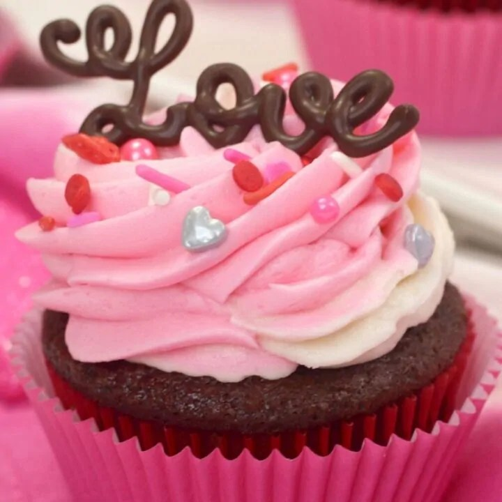 Valentine's Day'Love' Cupcakes