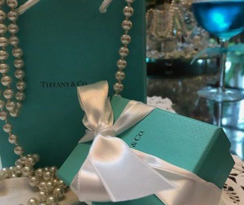 Is there any woman who doesnt love the look of the Tiffanys bag and gift box?