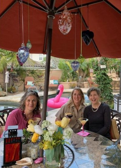 Janina, Adele and Peggy enjoying a bit of wine and some Lemon Drop Martinis, when the Flamingo decided to photo bomb them!