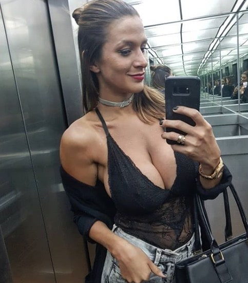 Cute Snapchat Wallpapers Giselle Gomez Cleavage Selfie Therackup Www Therackup Com