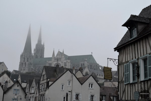 Chartres Cathedral in fog from Lower Town, cathédrale de Chartres, brouillard, de la Basse-Ville