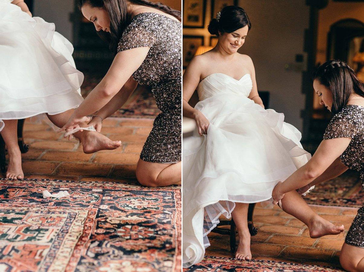 bride putting garter on