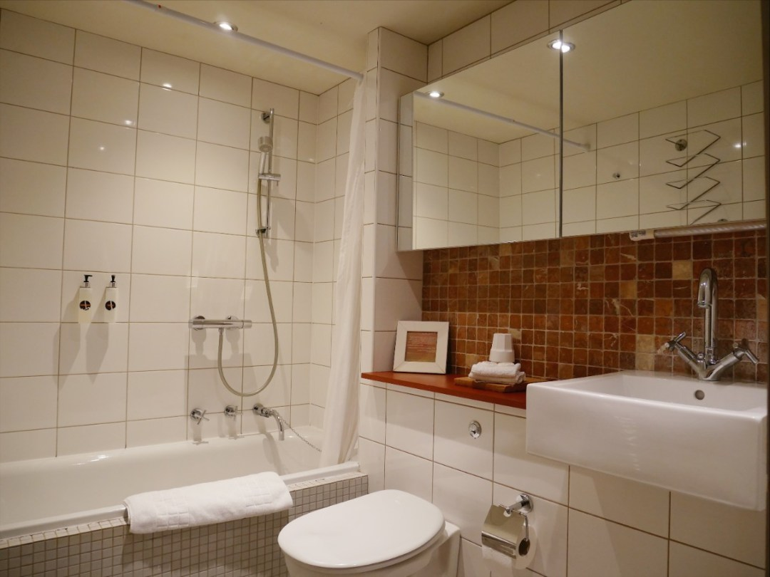 The bathroom at Manorhaus Ruthin
