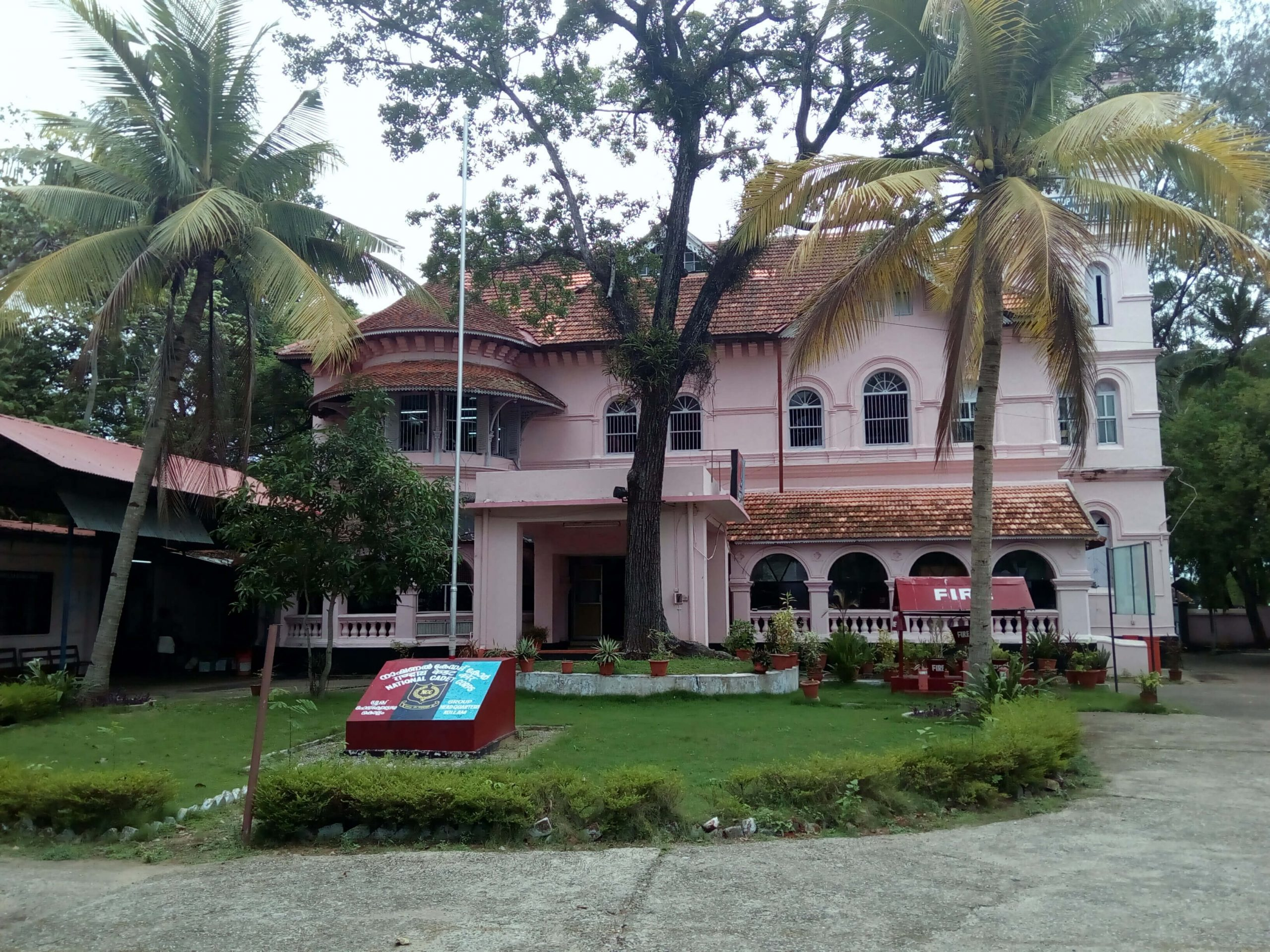 THEVALLY PALACE - Places to Visit in Kerala