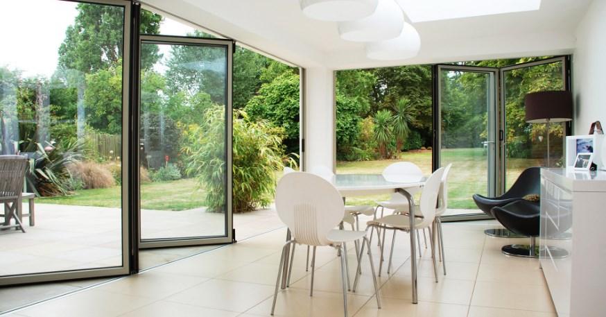 Tips Memilih Sliding Door untuk Villa Minimalis Modern