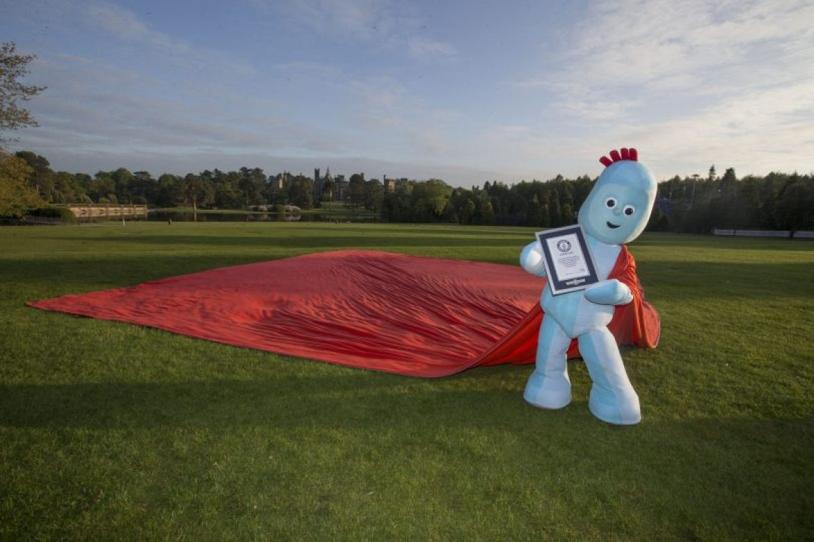 IN THE NIGHT GARDEN'S IGGLEPIGGLE UNFURLS ENORMOUS POLAR FLEECE BLANKET AT ALTON TOWERS RESORT FOR GUINNESS WORLD RECORDS TITLE. Pictures by Paul Currie 07796 146931 www.paulcurriephotos.com