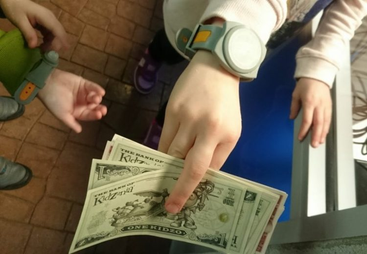 kidzania-money-and-wrist-bands