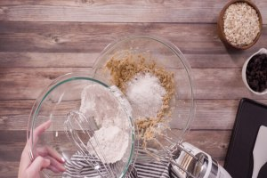 Which Is Better Glass Or Stainless Steel Mixing Bowls