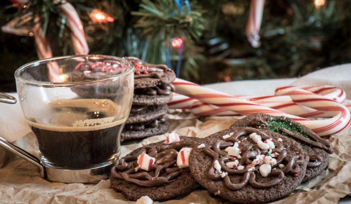 The taste of this easy Homemade Chocolate Mint Cookie will remind you of Thin Mints and make excellent gifts. I'm in love! | The Recipe Wench