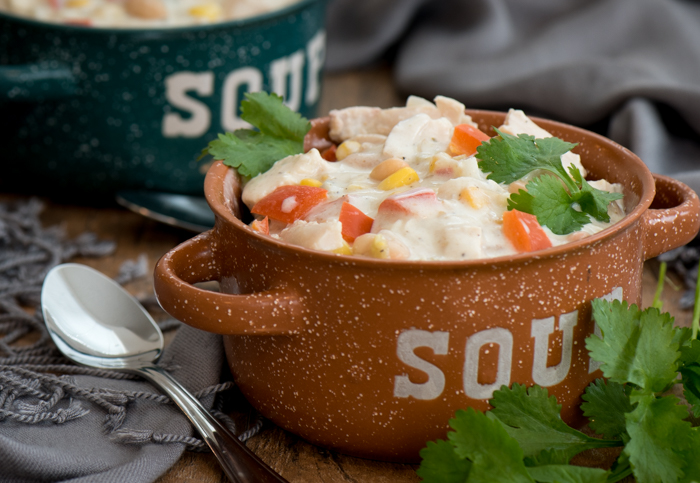 Chase the winter chills away with easy White Chicken Chili!   www.therecipewench.com