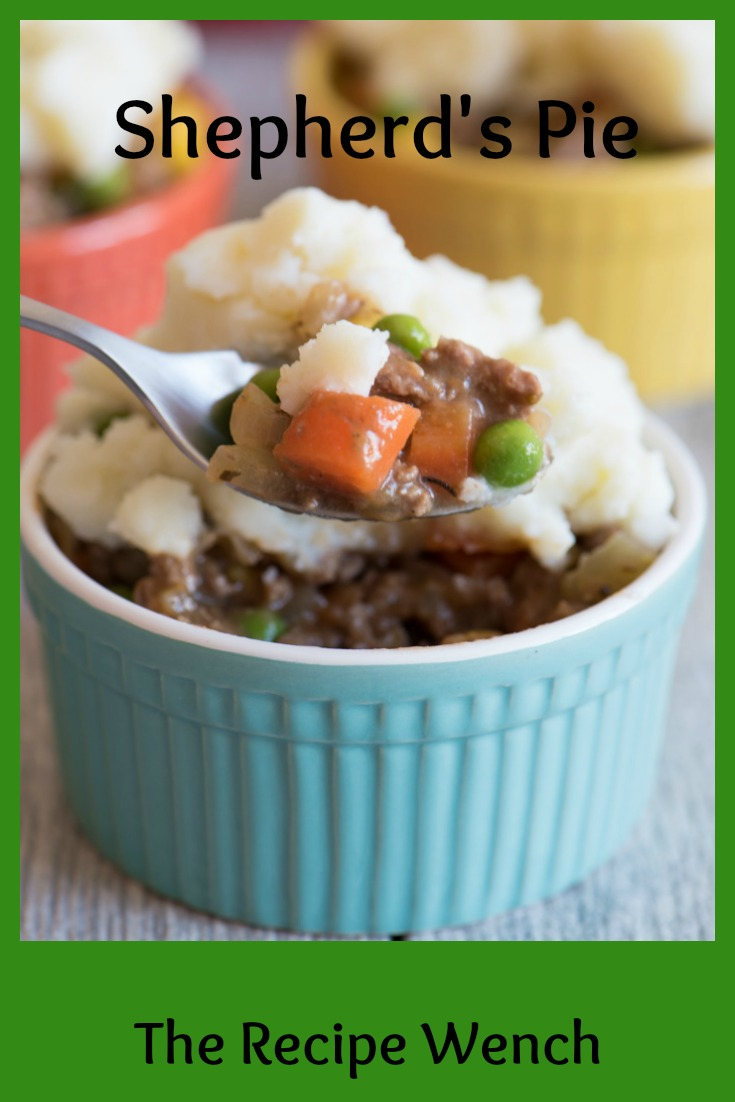 One of the easiest Shepherd's Pie recipes out there. No crust - just delicious flavor. Use instant mashed potatoes to cut prep time. I love this! | The Recipe Wench