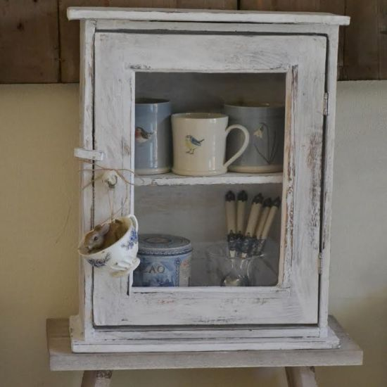 Hanging Cupboard Vintage look
