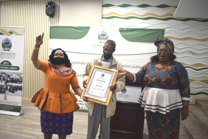 IN MEMORY: The Women Military Veterans Association of South Africa (Womvasa) general secretary Vuyiswa Tyobeka, left, and Chris Hani District Municipality deputy mayor Noncedo September-Caba, right, honoured struggle stalwart Nombulelo Soji during a memorial lecture. A certificate of honour was handed over to Soji's brother, Zolile Soji Picture: ZINTLE BOBELO