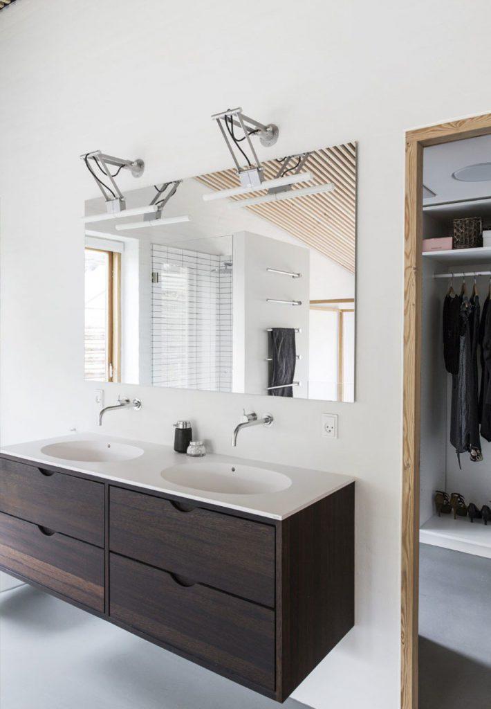 badevaerelse-moerk-moderne-bolig-trea-JyK4_HwOeBA7OO9xB0izuw