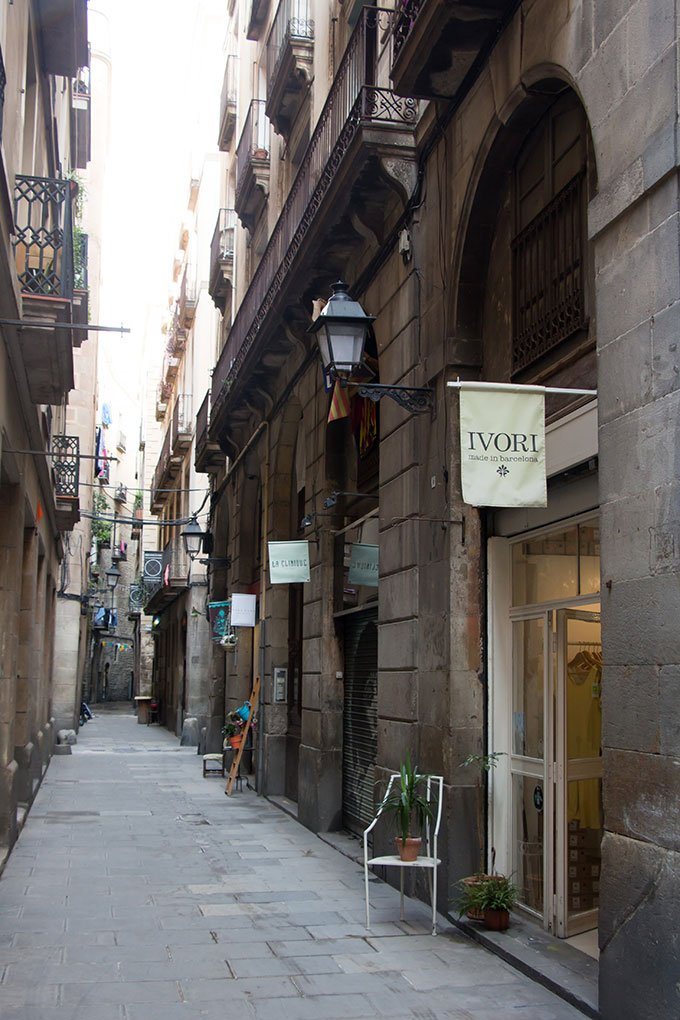 Tiny streets of El Born: Fun things to do in Barcelona for a girlfriends getaway.