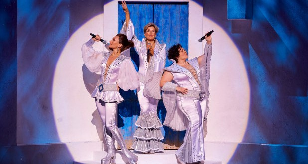a critique of the musical mama mia directed by phyllida lloyd benny andersson and bjorn ulvaeus Mamma mia is a superb musical that doesn't  by catherine johnson and directed by phyllida lloyd,  i mean bjorn ulvaeus and benny andersson),.