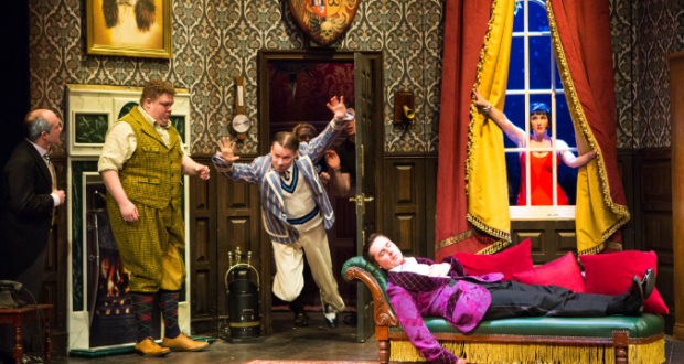 cast 2017 tour mischief theatres play that goes wrong