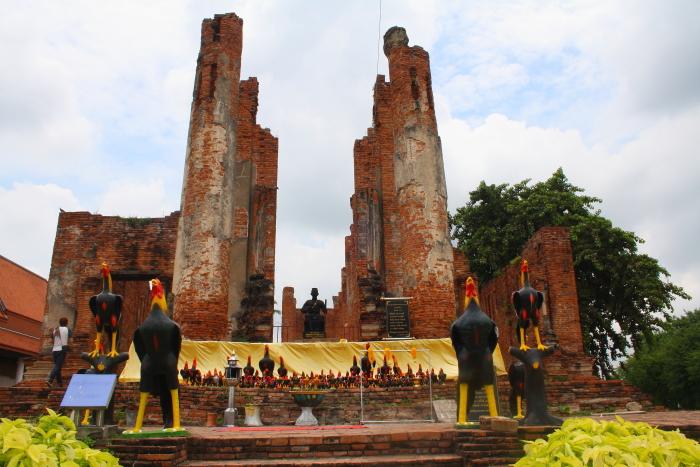 Rooster statues at Wat Thammikarat in Ayutthaya, Thailand