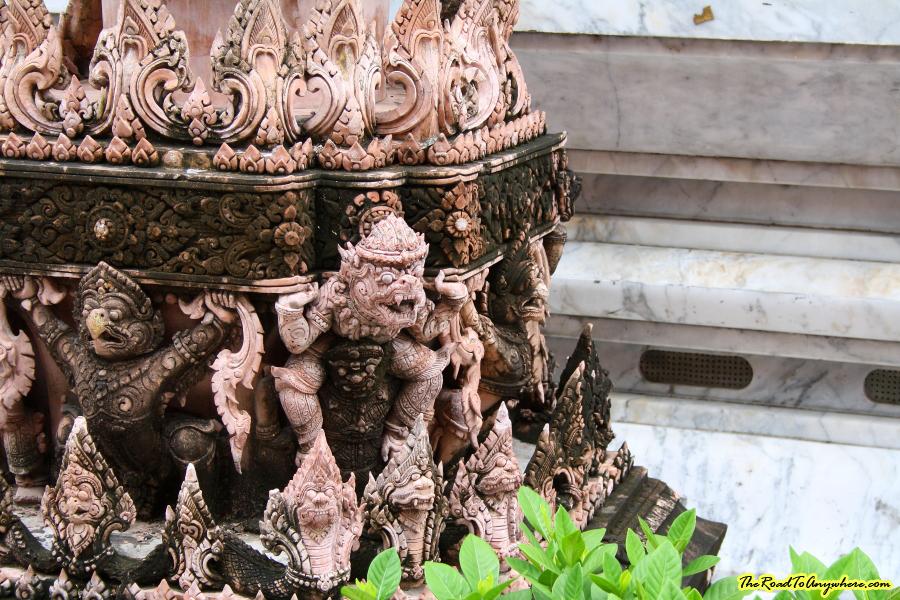 Details at Wat Indraviharn in Bangkok, Thailand