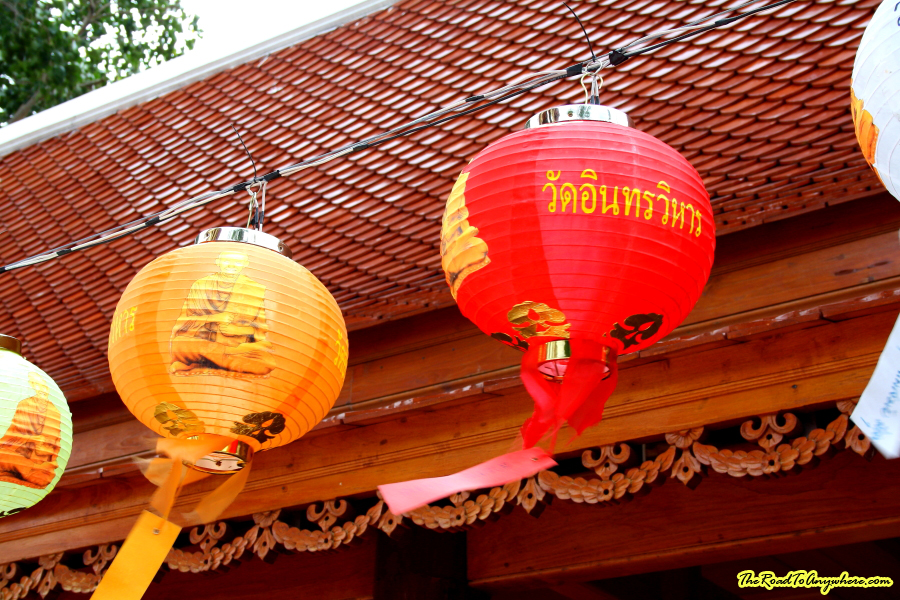 Lanterns at Wat Indraviharn in Bangkok, Thailand