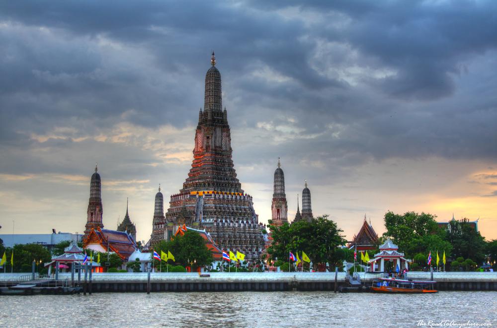 Wat Arun at Sun set in Bangkok, Thailand