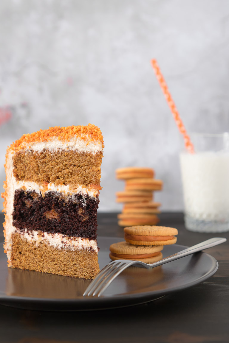 Pumpkin & Chocolate Oreo Cake