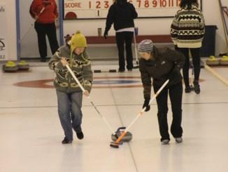 curl, curling, bonspiel, women's sport, sport, sweeping, ice, rink, recreation