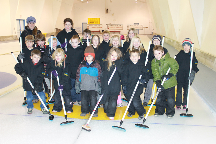 curling, curl, curlers, junior curling, sport, recreation, leisure, community, activity