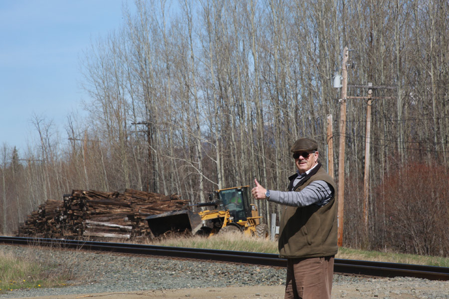 Garry Wallace gives CN Rail a thumbs up