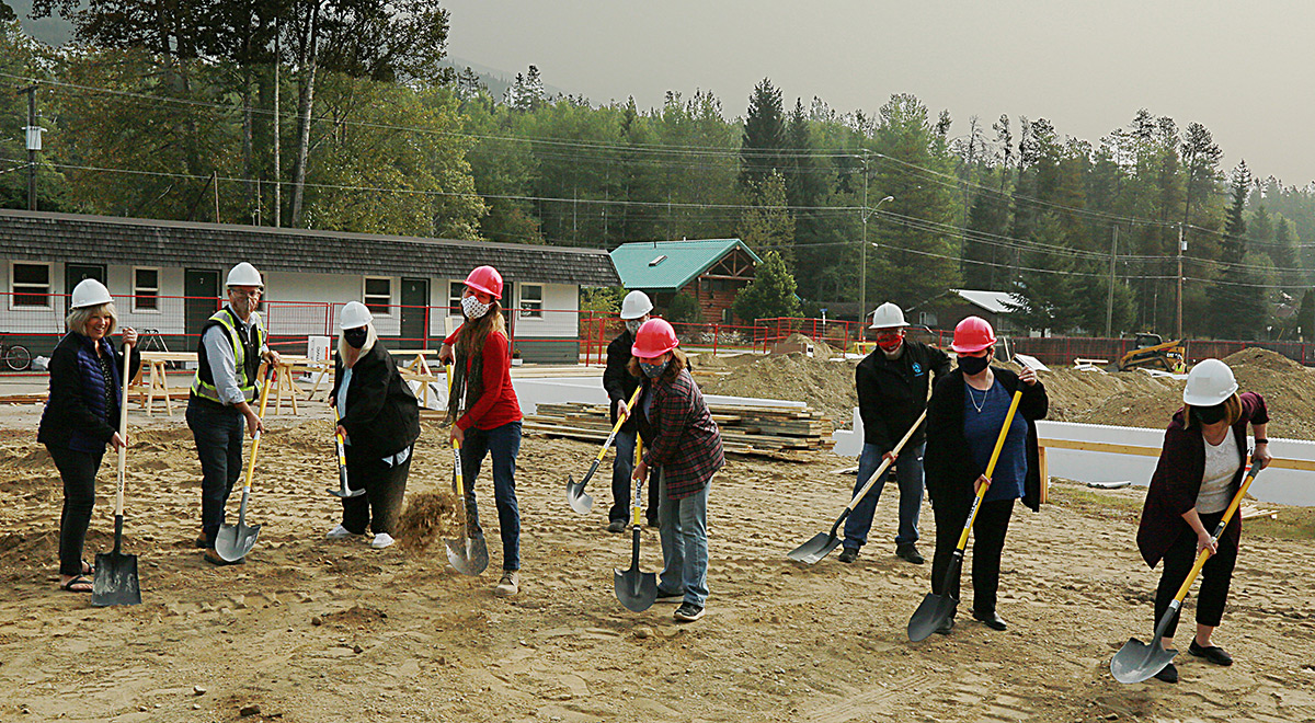 therockymountaingoat.com - Published by : The Goat - 13 new rental units under construction