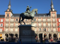 Statue at Plaza Mayor