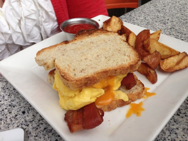 The-Knick-Milwaukee-egg-sandwich-brunch