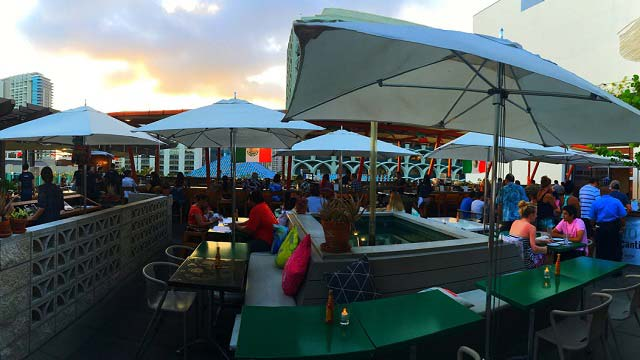 Dave  Busters  Rooftop bar in Hawaii  The Rooftop Guide