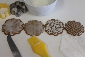 To apply the glaze, left to right, knife, pastry brush, ziploc bag.