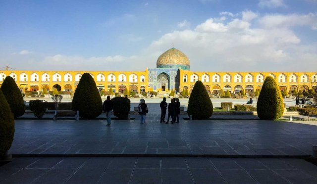 Guided Iran tour - the square in Isfahan