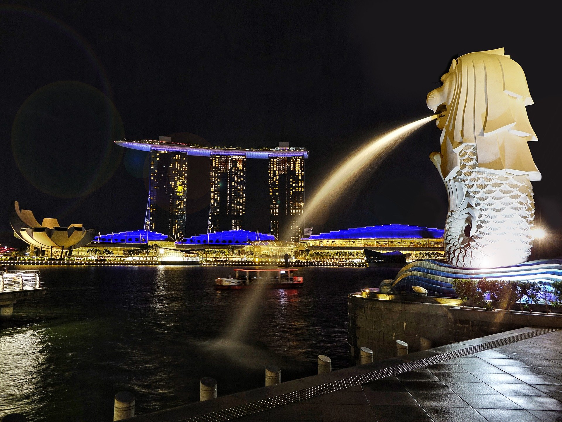 A Merlion in the bay