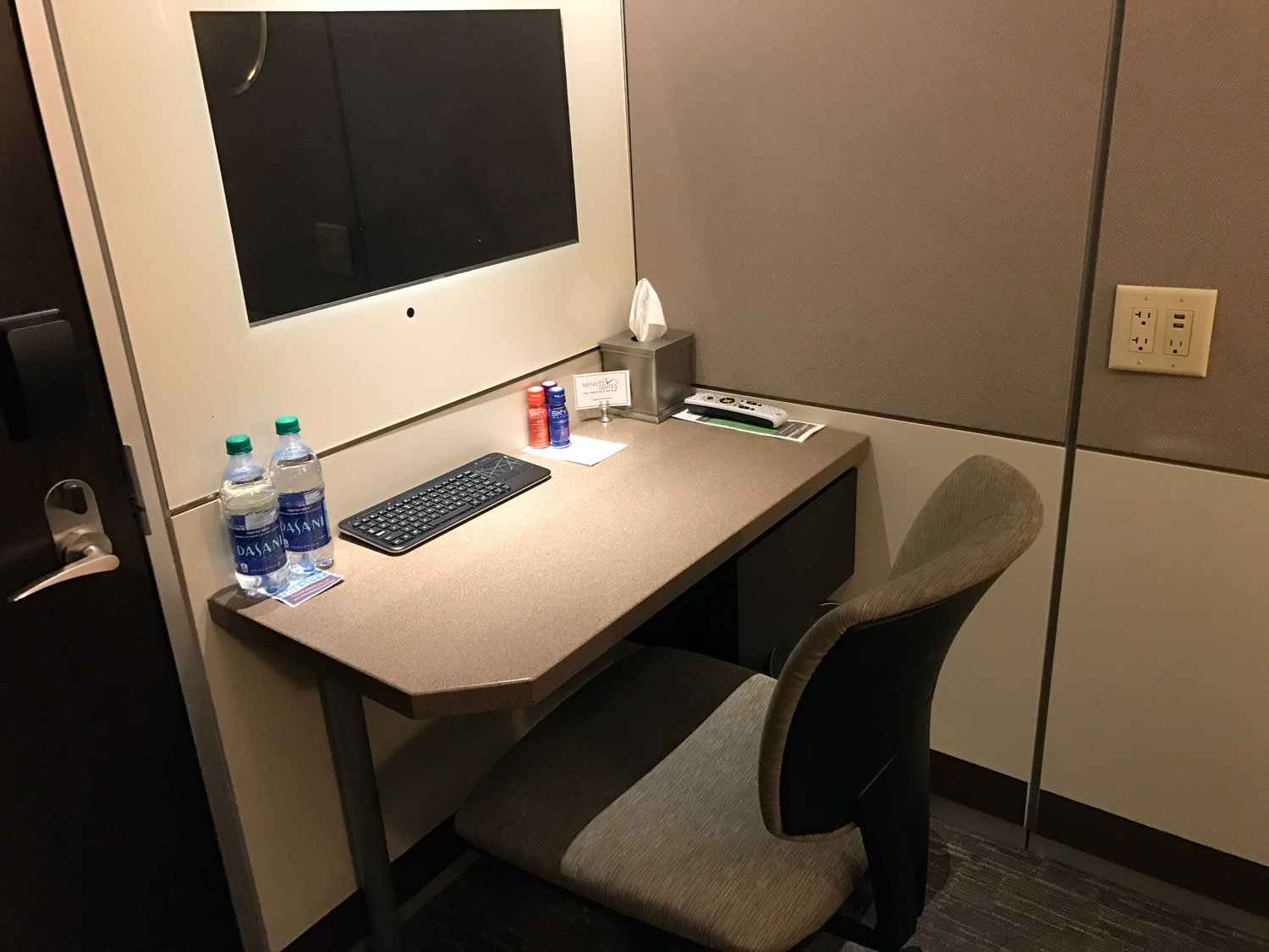 Minute suites at atlanta airport desk