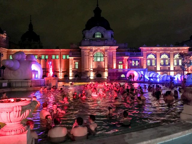 Budapest Thermal Baths sparty pool