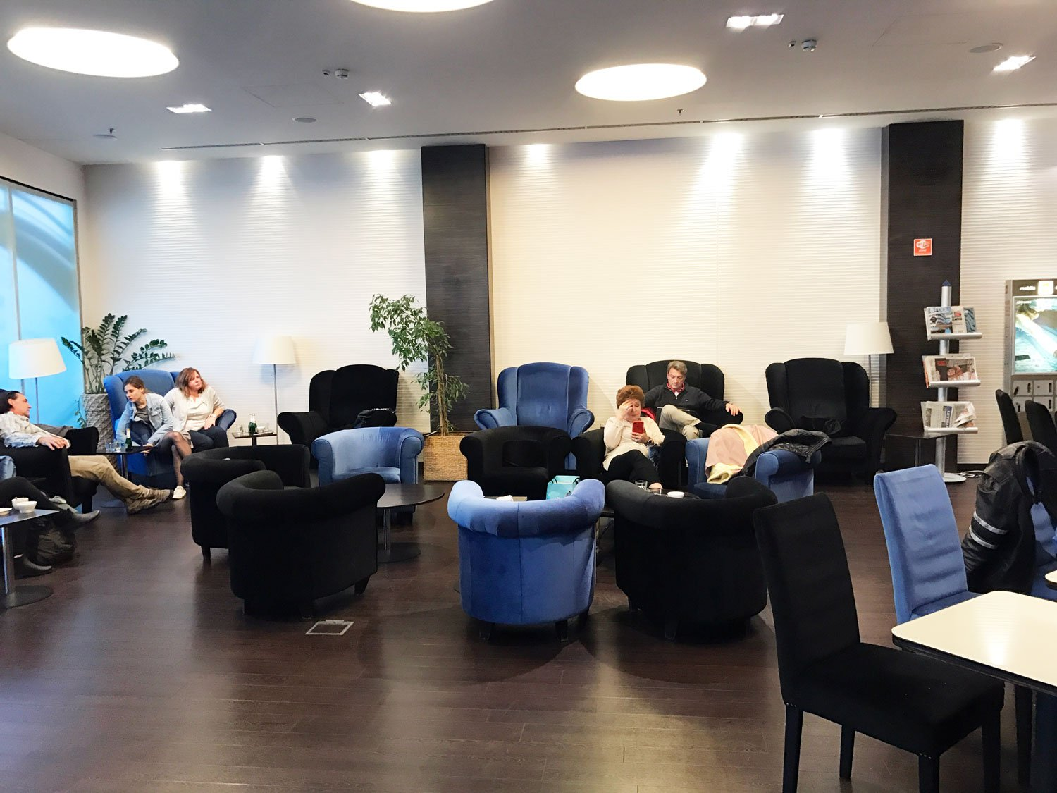 skycourt lounge budapest airport seating