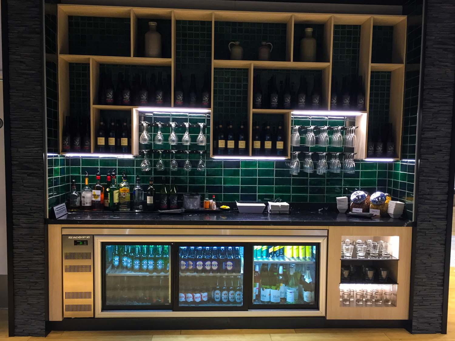 Strata Lounge auckland airport - alcohol