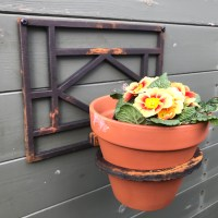 Single Cast Iron Wall Mounted Flower Pot Holder