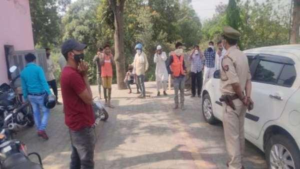मुज़फ्फरनगर – लाकडाउन में बेमतलब सड़क पर घूम रहे युवकों से पुलिस ने लगवाई उठक-बैठक